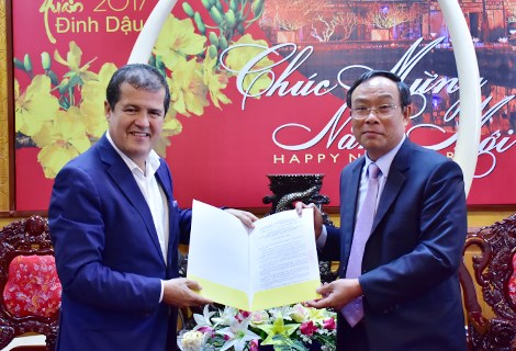 THua Thien-Hue: remise de la licence d'investissement a un projet touristique de l'Espagne hinh anh 1