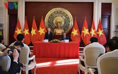 Le leader du PCV se rend a l'ambassade du Vietnam a Pekin hinh anh 1