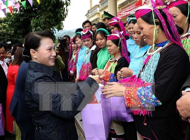 La presidente de l'AN visite des localites frontalieres de Quang Ninh hinh anh 1