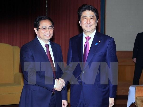 Le PM japonais affirme son soutien de la formation de cadres administratifs au Vietnam hinh anh 1