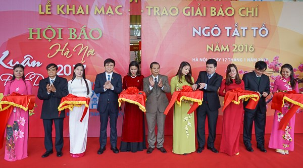 Fete printaniere de la presse Dinh Dau 2017 hinh anh 1