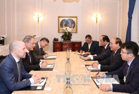 Le PM rencontre le president de l'Institut Malik en Suisse hinh anh 1