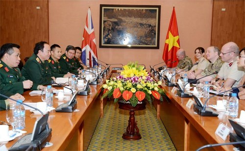 Vietnam et Royaume-Uni partagent des experiences en medecine militaire hinh anh 1