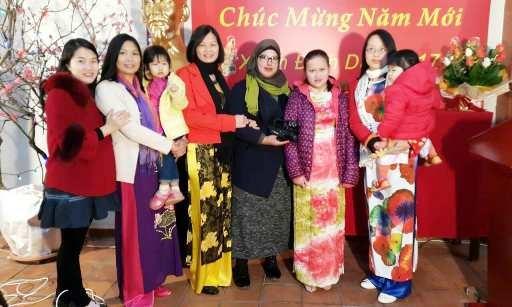 Les Vietnamiens d'Algerie et du Cambodge fetent le Tet traditionnel hinh anh 1