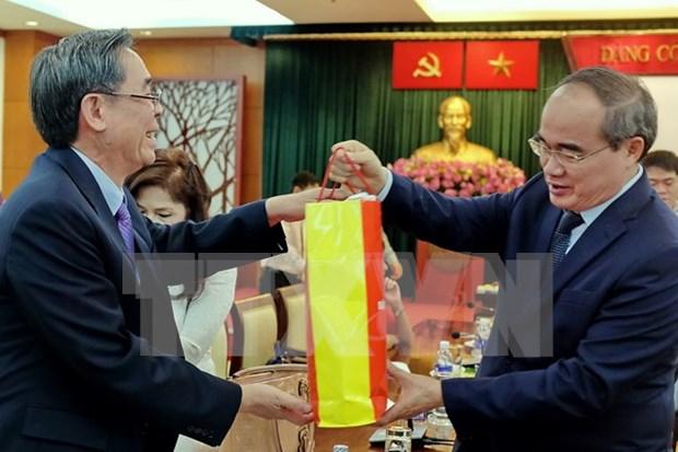 Des dirigeants du Front de la Patrie du Vietnam rencontrent des Viet kieu modeles hinh anh 1