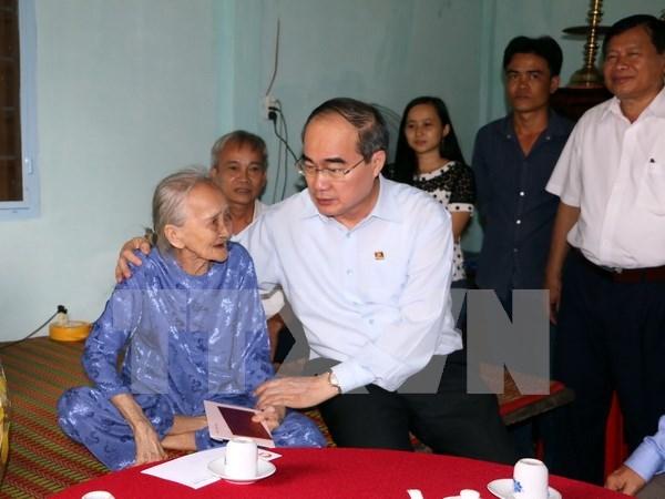 Tet traditionnel: le president du Front de la Patrie se rend a Vinh Long hinh anh 1