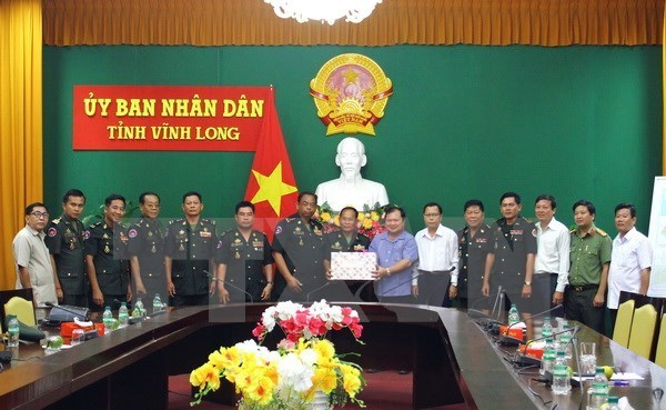 Tet traditionnel: des responsables de la Garde royale du Cambodge se rendent a Vinh Long hinh anh 1
