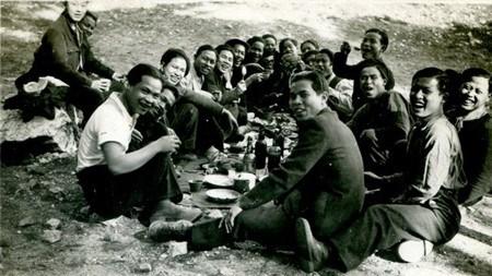 Projection d'un film sur d'anciens ouvriers vietnamiens en France hinh anh 1