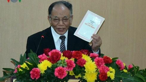 Le professeur Hoang Chi Bao parle de l'exemple moral du President Ho Chi Minh hinh anh 1