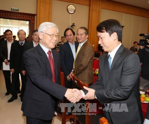 Nguyen Phu Trong presente ses vœux du Tet au bureau du Comite central du Parti hinh anh 1