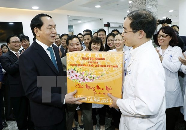 Le president Tran Dai Quang presente ses vœux du Tet aux forces en service le reveillon du Tet hinh anh 1