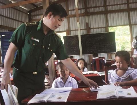 L'instituteur intrepide de l'ile de Hon Chuoi hinh anh 1
