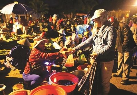 A Cao Thuong, un marche nocturne aux frontieres du reel hinh anh 1