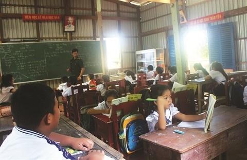 L'instituteur intrepide de l'ile de Hon Chuoi hinh anh 2