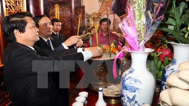 Plus de 10.000 visiteurs au temple des rois Hung hinh anh 1