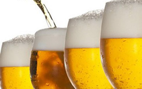 Le Vietnam prevoit de produire 4 milliards de litres de biere en 2017 hinh anh 1