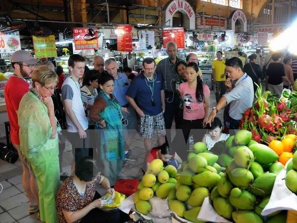 Ho Chi Minh-Ville attire un grand nombre de touristes etrangers durant le Tet hinh anh 1