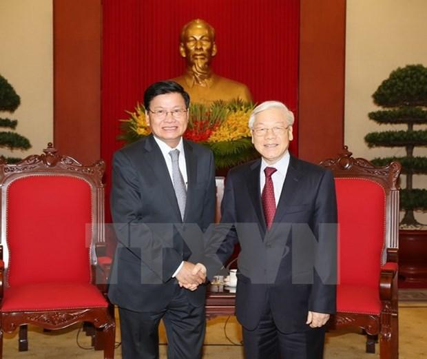 Le PM laotien affirme sa determination a resserrer les liens avec le Vietnam hinh anh 1