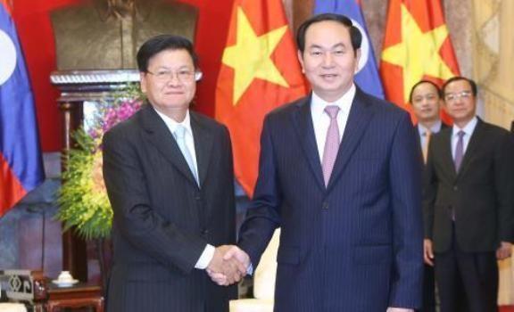 Le president Tran Dai Quang recoit le Premier ministre laotien Thongloun Sisoulith hinh anh 1
