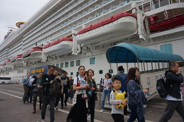 Quelque 4.600 croisieristes etrangers debarquent au Vietnam en trois jours hinh anh 1