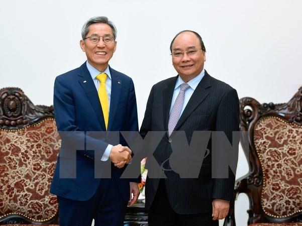 Le PM Nguyen Xuan Phuc recoit le president du groupe sud-coreen KB Kookmin hinh anh 1