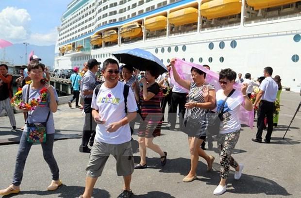 Le port de Chan May accueille le paquebot de luxe Celebrity Millennium hinh anh 1