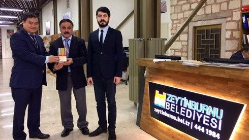L'Ambassade du Vietnam offre des livres a des bibliotheques turques hinh anh 1