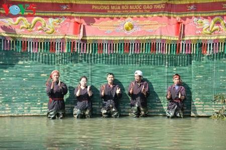 A Dao Thuc, les marionnettes sur eau dansent au rythme des traditions hinh anh 2