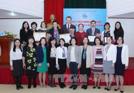 Des experts vietnamiens et etrangers a l'honneur hinh anh 1