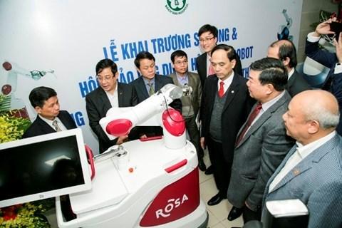 L'hopital Bach Mai utilise des robots en chirurgie articulaire et neurologique hinh anh 1