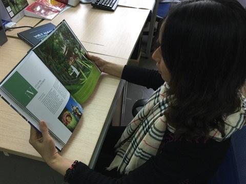 Publication d'un livre illustre en deux langues sur le Vietnam hinh anh 2