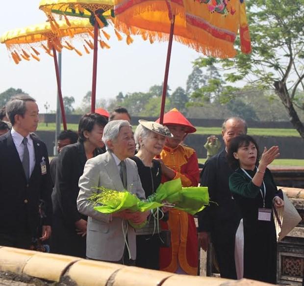 L'empereur du Japon Akihito et son epouse Michiko visitent l'ancienne capitale de Hue hinh anh 1