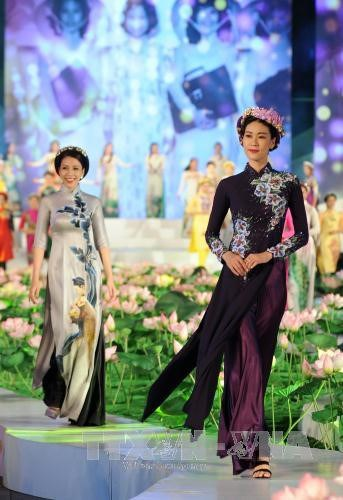 Ouverture de la fete de l'Ao dai d'Ho Chi Minh-Ville 2017 hinh anh 1