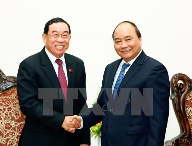 Le PM Nguyen Xuan Phuc appuie le Laos dans le developpement des transports hinh anh 1