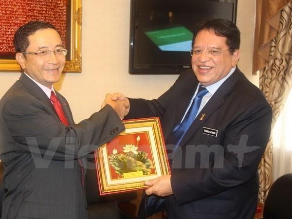 Le Secretaire general du Parti UMNO salue ses relations avec le Vietnam hinh anh 1