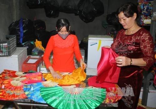 Thua Thien-Hue developpe les villages de metiers traditionnels en association avec le tourisme hinh anh 1