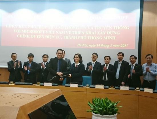 Microsoft soutient Hanoi dans la construction d'une ville intelligente hinh anh 1