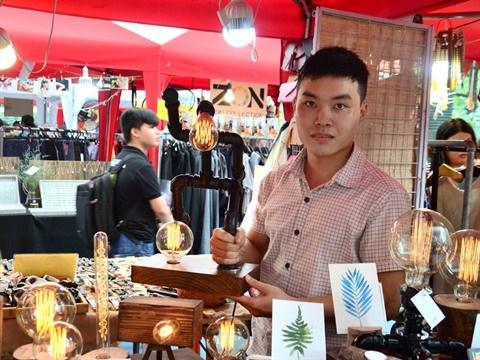 Une start-up et des lampes a pleins tubes hinh anh 1