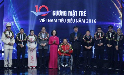 Les dix jeunes eminents du Vietnam a l'honneur hinh anh 1
