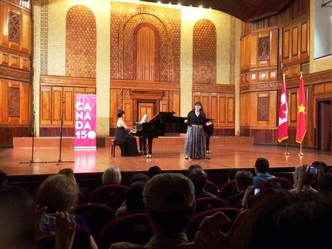 Melanie Gall, une voix magnifique venue du Canada hinh anh 2