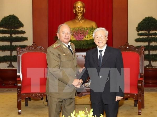 Des dirigeants recoivent le ministre cubain des Forces armees hinh anh 1