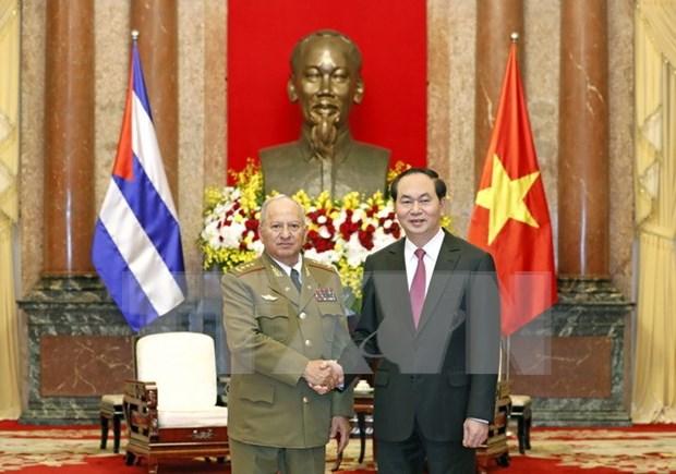 Des dirigeants recoivent le ministre cubain des Forces armees hinh anh 2