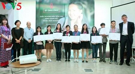 Le Concours mondial d'eloquence en anglais EF Challenge 2017 au Vietnam hinh anh 1