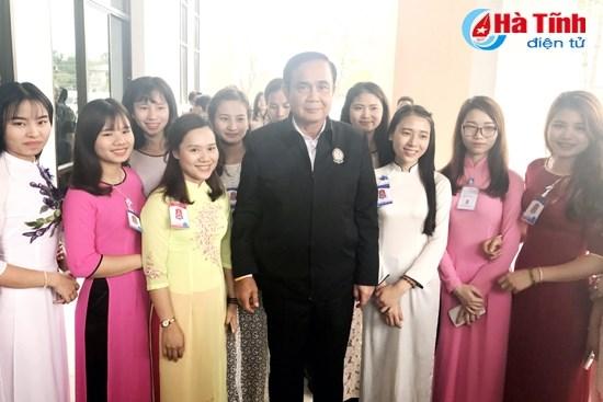 Le Premier ministre thailandais rencontre des etudiants vietnamiens hinh anh 1