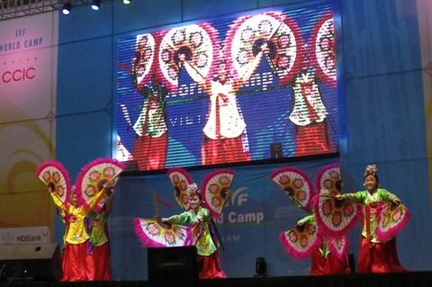 Un millier d'etudiants au programme «IYF World Camp 2017» a Hanoi hinh anh 2