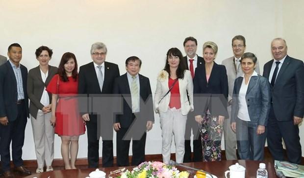 Le Vietnam veut cooperer avec la Suisse dans l'education hinh anh 1