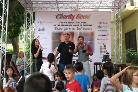 L'ambassade d'Allemagne a Hanoi vient en aide aux enfants de Ba Vi hinh anh 1