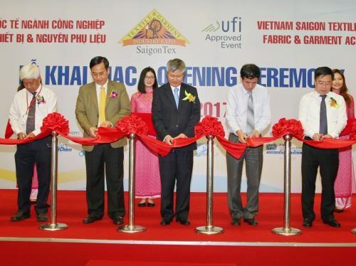 SaigonTex 2017 regroupe 1.200 entreprises hinh anh 1