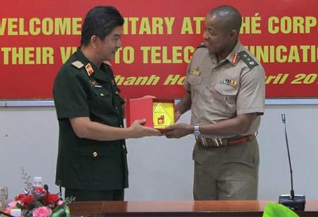 Des attaches militaires en visite a Can Tho, Ho Chi Minh-Ville et Khanh Hoa hinh anh 1