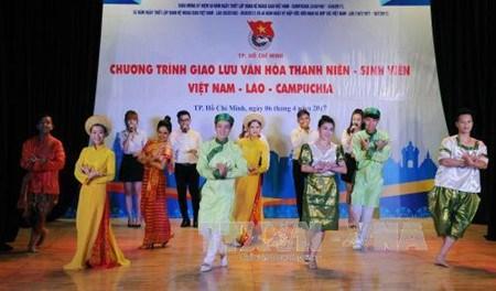 Echange entre les etudiants Vietnam-Laos-Cambodge hinh anh 1
